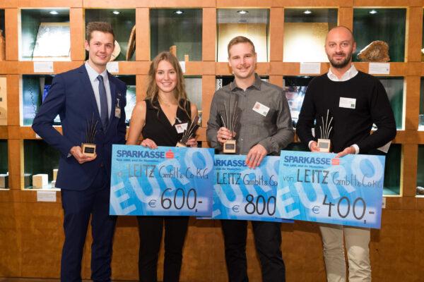 Die Preisträger 2021, v.l.n.r.: Daniel Schantl - Publikumspreis, Florentina Mandorfer - Platz 2, Jakob Schwarzmann -  LignramAward/ Platz 1, Jakob Edmunts - Rand 3