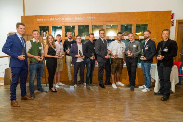 12 der 13 Gewinner/ibbeb der Tsichlermeistergalerie : denn jede/r Teilnehmende ist ein/e Gewinner/in!