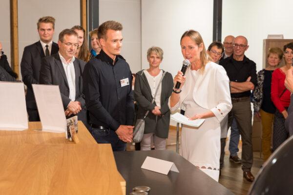 """Lukas Mauerhofer, Schöpfer der mobilen Qoutdoor-Küche """"burning oak"""" im Interwiew mit Dr. Ohms."""