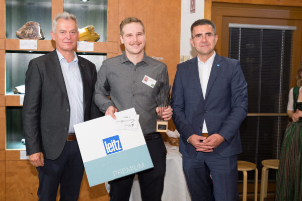 LignoramAward-Preisträger Jakob Schwarzmann zwichen Bundes-Innungsmeister KR Gerhard Spitzbart (li) und DI Christian Zahn, GF Leitz Riedau